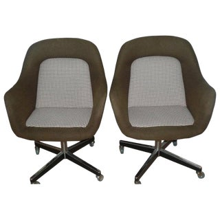 Florence Knoll Upholstered Chairs, Brown Wool, Chrome Swivel Base, 1960s, Pair For Sale