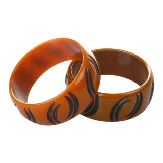 Art Deco Pair of Bakelite Bracelets From the 1930s For Sale