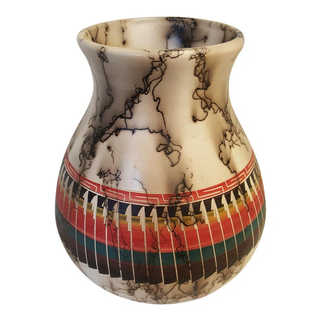 Large Navajo Fine Etched Horsehair Pottery Pot For Sale