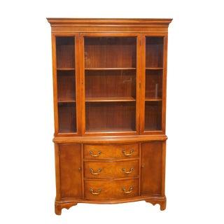 "20th Century Traditional Morganton Duncan Phyfe Mahogany 45"" Display China Cabinet For Sale"