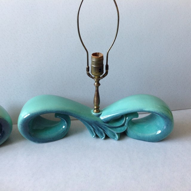 Royal Haeger Mid-Century Sea Foam Green & Blue Pottery Lamp Set For Sale - Image 4 of 11