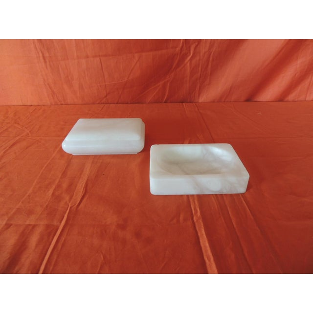 1980s Set of Covered Box and Dish Italian Alabaster Decorative Accessories For Sale - Image 5 of 5