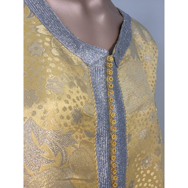Metallic Gold and Silver Brocade 1970s Maxi Dress Caftan, Evening Gown Kaftan For Sale In Los Angeles - Image 6 of 10