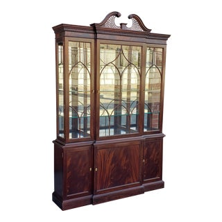Stickley Traditional Collection Chippendale Mahogany Dining Room Breakfront China Cabinet C1990s #4696 For Sale