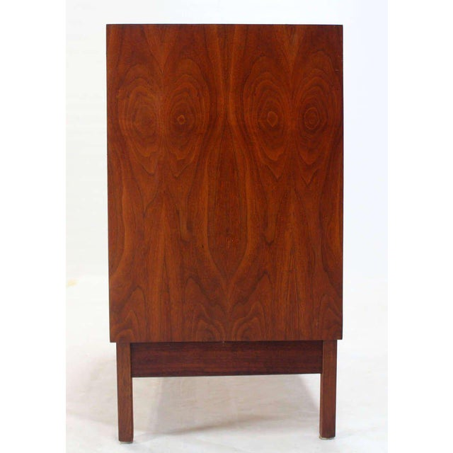 Brown Mid Century Modern Walnut Four Drawer Bachelor Dresser For Sale - Image 8 of 9