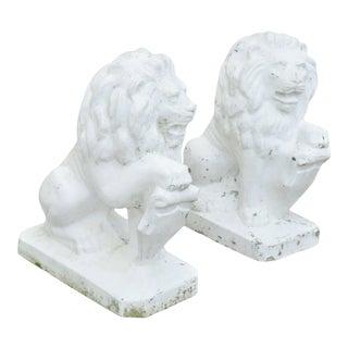 Italian Classical Lion Shield Concrete Lawn Ornaments Garden Sculpture - a Pair For Sale