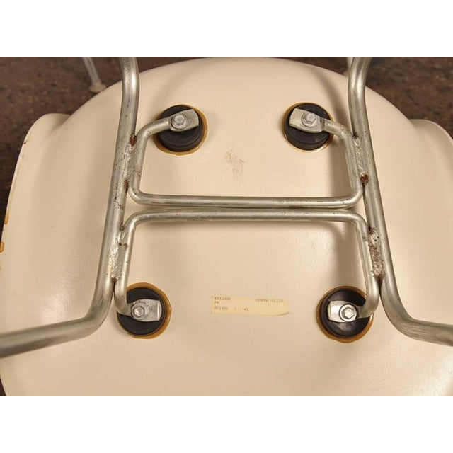 Charles and Ray Eames for Herman Miller White Shell Chair For Sale In New York - Image 6 of 6