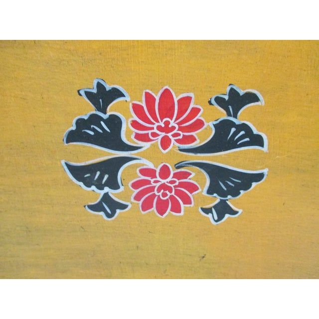 Vintage Country Breakfast Serving Tray in Wood and Hand Painted Flowers Artisanal and Numbered Size: 18 x 14 x 2