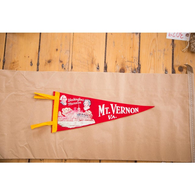 Features a graphic of the mansion along with likenesses of George Washington and Martha Washington. This felt flag banner...