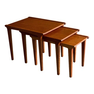 Midcentury Gordon Russell Nest of Tables Set of Three Oak, 1950s - Set of 3 For Sale