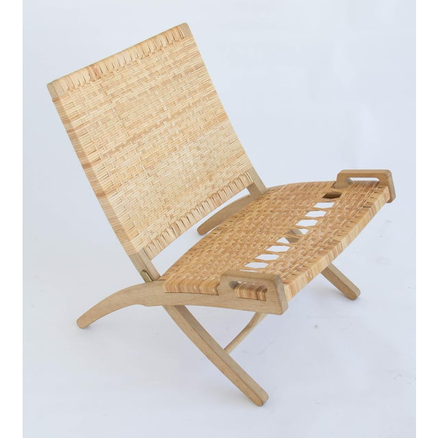 2000s Pair of Oak and Cane Folding Lounge Chairs by Hans Wegner for PP Møbler For Sale - Image 5 of 11