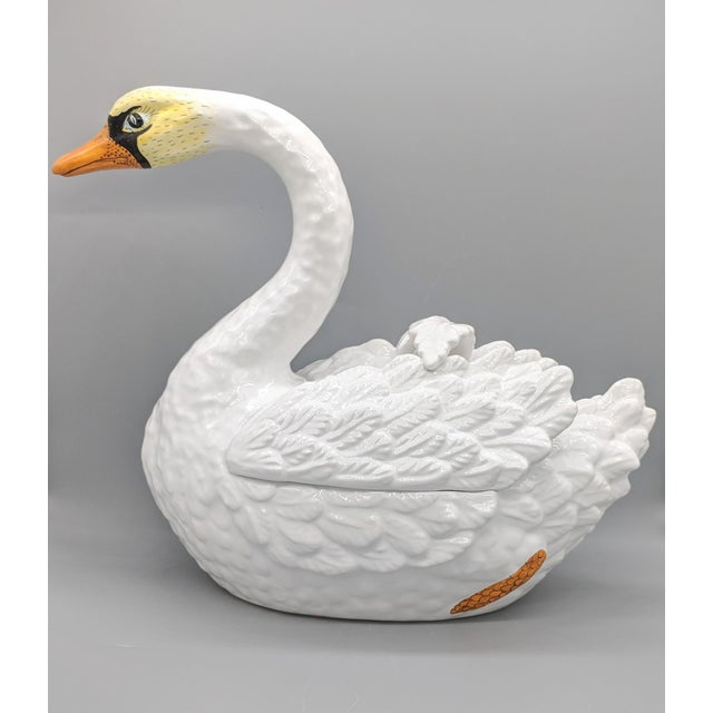 Beautifully crafted and hand painted swan. Perfect for dinner parties or as an elegant addition to kitchen or dining room...