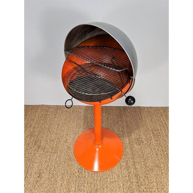 1960s Vintage Atomic Spherical Clamshell Shepherd Ball Grill by Bill Wiggins For Sale In Richmond - Image 6 of 6