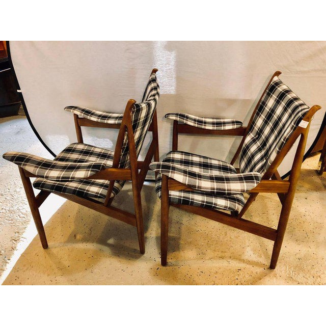 Mid-Century Modern Pair of Mid-Century Modern Style Plaid Fabric Lounge Chairs With Ottomans For Sale - Image 3 of 12