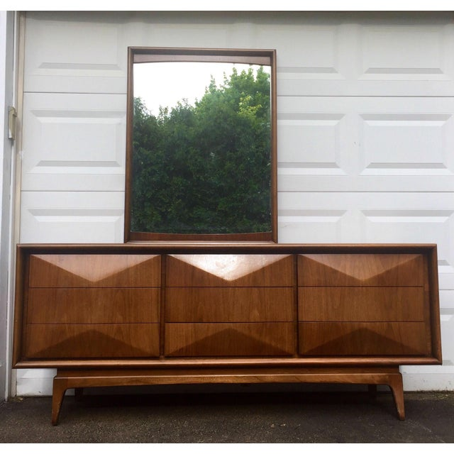United Mid-Century Modern Diamond Front Bedroom Dresser & Mirror ...