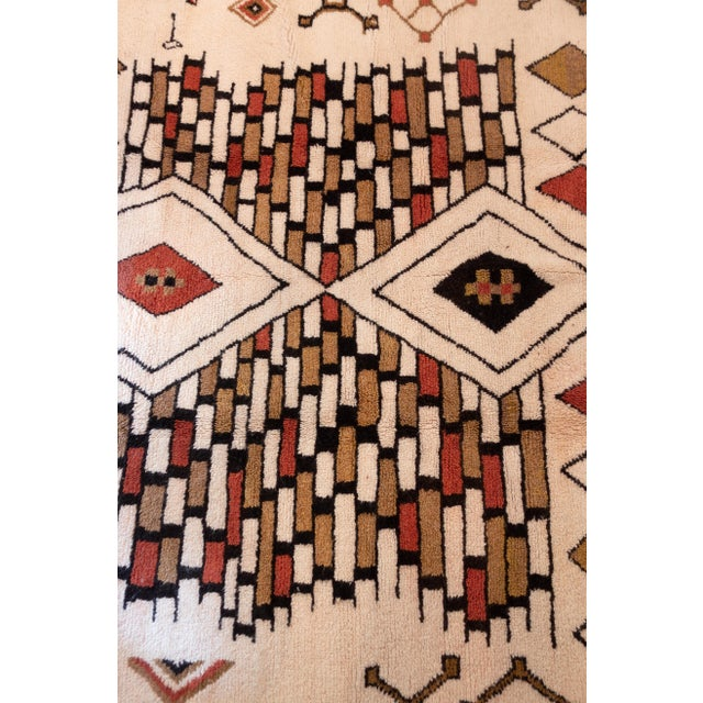 2010s Moroccan Handwoven Rug Made with Natural Vegetable Dye and Wool For Sale - Image 5 of 7