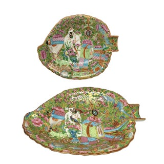 Mid 19th Century Rose Medallion Leaf Shaped Porcelain Dishes - a Pair For Sale