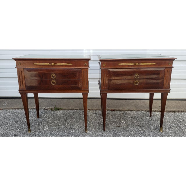 Paolo Buffa 1950's Italian Mid-Century Modern Burled & Matched Paolo Buffa Manner Nightstand or End Table - a Pair For Sale - Image 4 of 12