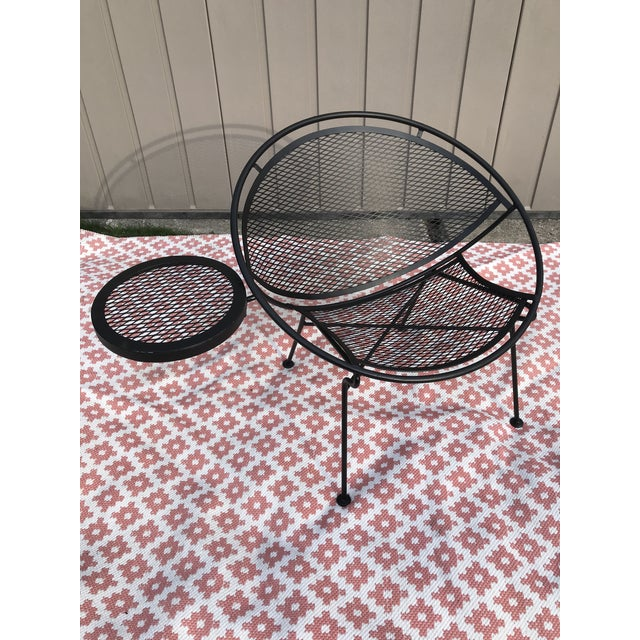 Black 1950s Salterini Tempestini Radar Space Age MCM Mid-Century Modern Wrought Iron Lounge Patio Chairs With Tray Set #4 - a Pair For Sale - Image 8 of 13