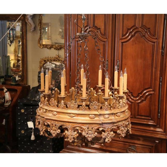 Italian Monumental 20th Century Italian Carved Giltwood Twelve-Light Oval Chandelier For Sale - Image 3 of 9