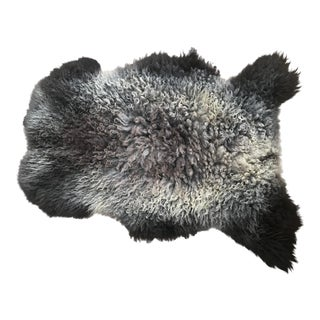 Lincoln Sheepskin Wool Rug - 2′6″ × 3′3″ For Sale