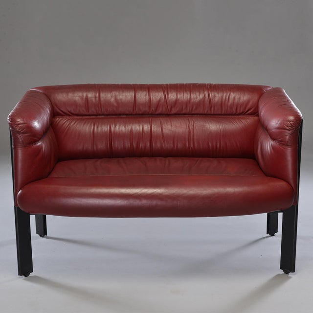 1970s Poltrona Frau Mid-Century Modern Burgundy Leather Settee For Sale - Image 10 of 13