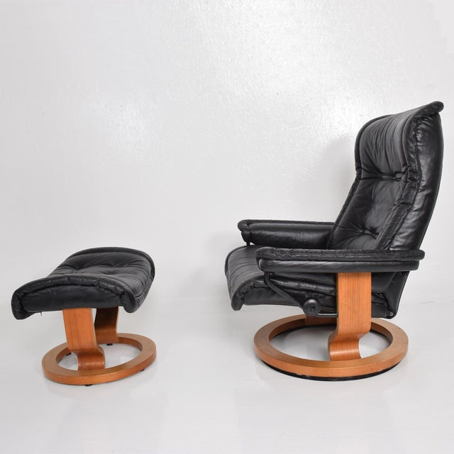 1980s Vintage Scandinavian Modern Ekornes Stressless Recliner Chair & Ottoman For Sale - Image 5 of 11