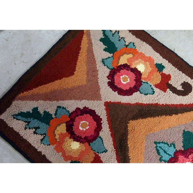 1930s Handmade Antique American Hooked Rug 2.6' X 4.6' For Sale In New York - Image 6 of 9