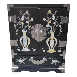 Late 20th Century Chinoiserie Black Lacquer and Mother of Pearl Jewelry Box For Sale