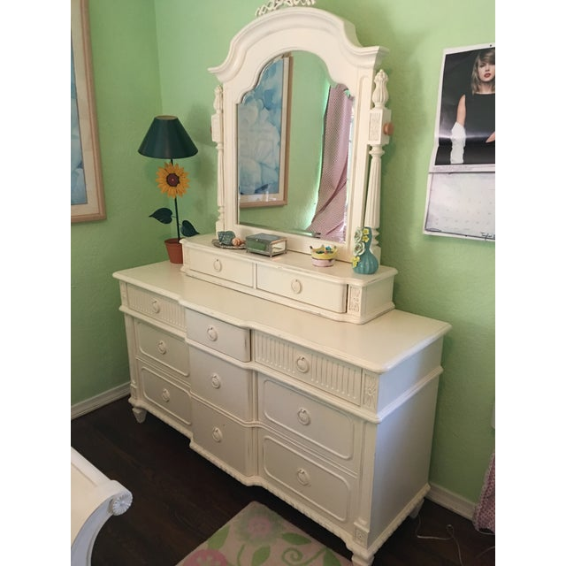 """Traditional Thomasville """"Emilia"""" Dresser With Mirror For Sale - Image 3 of 4"""