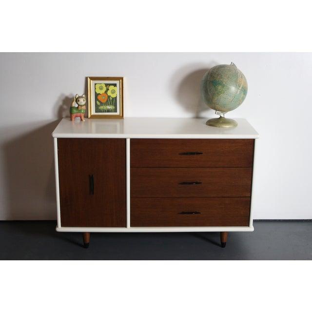 Mid-Century Modern 2-Tone Mid Century Modern Dresser For Sale - Image 3 of 8
