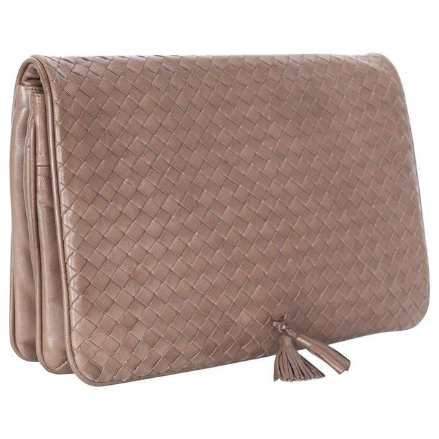 ddb6f821bd Vintage Bottega Veneta Intrecciato Leather Tassel Clutch Bag For Sale -  Image 9 of 9