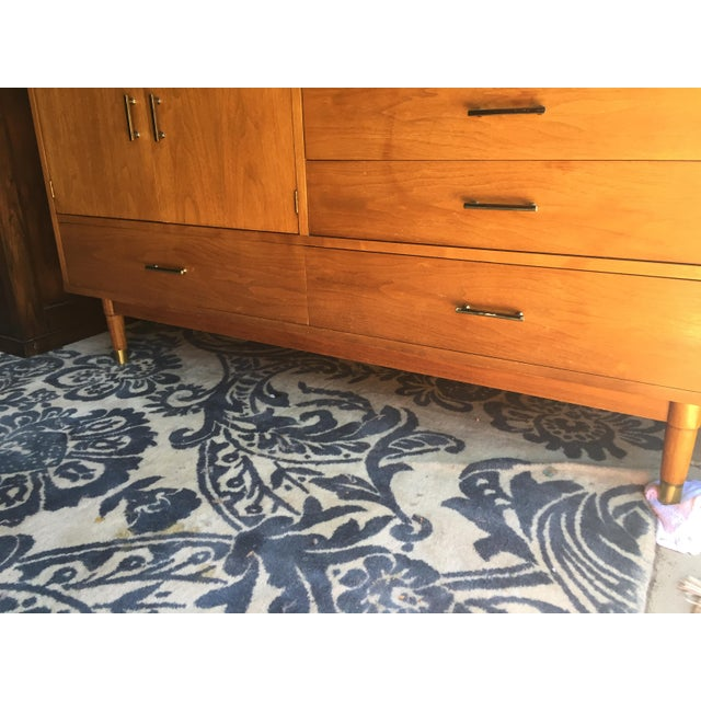 """Drexel Drexel """"Biscayne"""" Mid-Century Style Walnut 2-Piece China Cabinet For Sale - Image 4 of 13"""