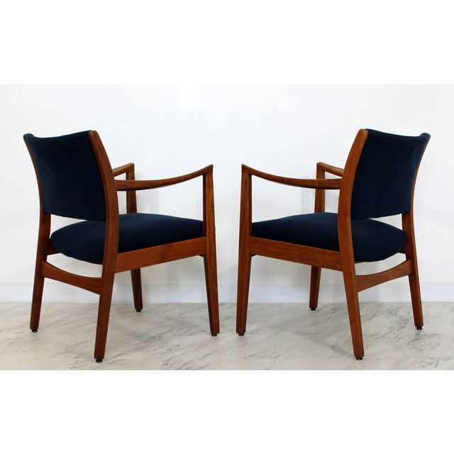 Jens Risom 1960s Mid-Century Modern Johnson Furniture co. Walnut Armchairs - a Pair For Sale - Image 4 of 8