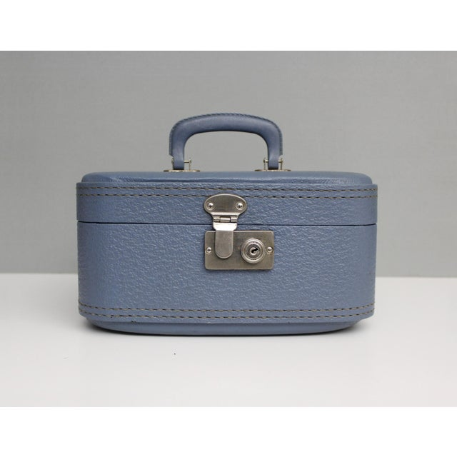 Vintage Blue Hardshell Train Case Suitcase Luggage Makeup Cosmetic Travel Case For Sale - Image 13 of 13