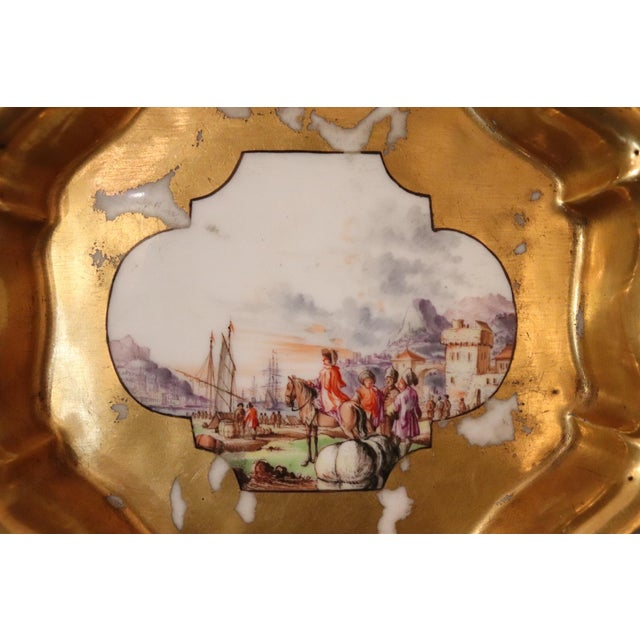 Rare antique plate in painted porcelain, first half of the eighteenth century Meissen manufactory. A rare and extremely...