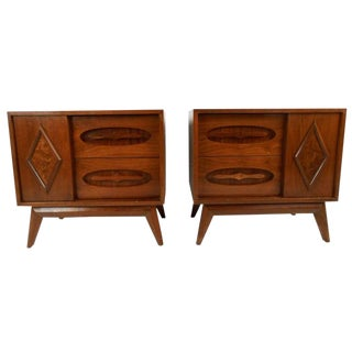 Pair of Vintage Modern Walnut End Tables For Sale