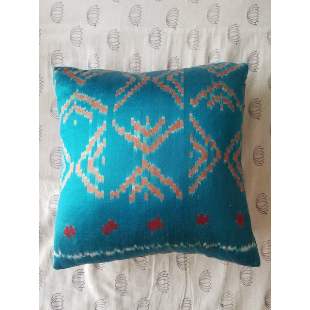 Anglo-Indian Silk Embroidered Tapestry Cushions With Ikat Backs For Sale - Image 4 of 13