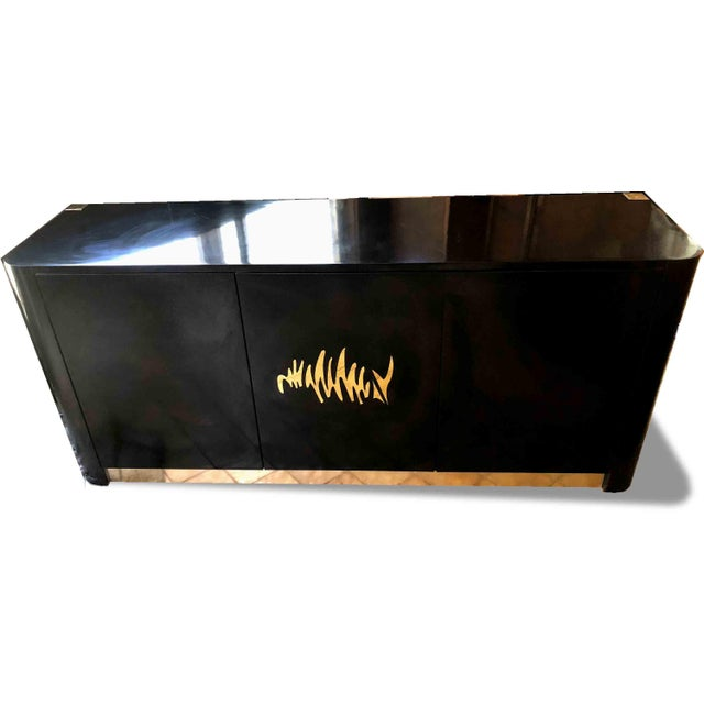 1970s Hollywood Regency Black and Gold Mirror Scribble Credenza For Sale - Image 4 of 12