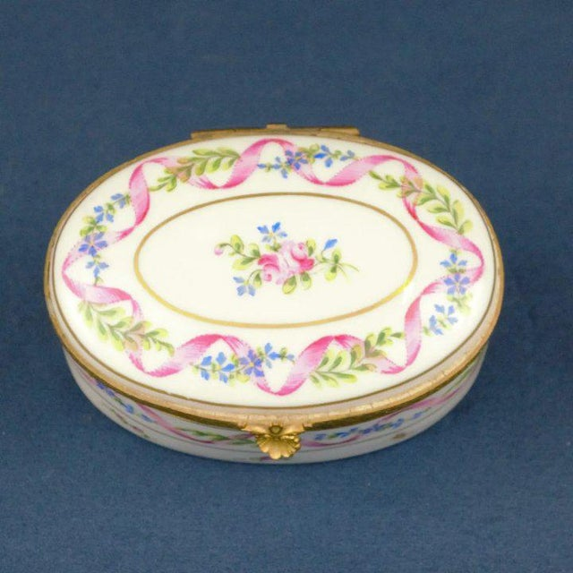 A sweet Atelier LeTallec porcelain box from the Ruban Rose portfolio. Dated 1969 Condition: Excellent and wear consistent...