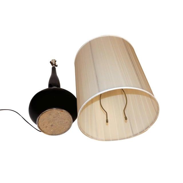 Mid Century Hollywood Regency Black Ceramic Chrome Table Lamp For Sale - Image 9 of 10