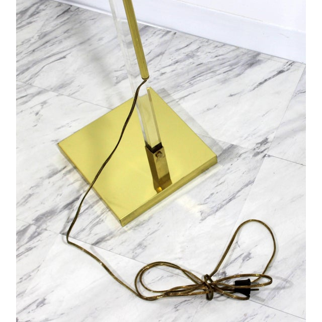 Gold Mid-Century Modern Brass and Lucite Adjustable Floor Lamp Bauer Kovacs Era For Sale - Image 8 of 9