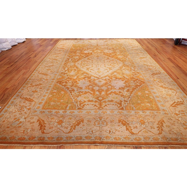 Antique Turkish Oushak rug, country of origin: Turkey, date: circa early 20th century – Turkey, a centre of trading. Drawn...