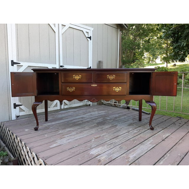 1989 Ethan Allen Georgian Court Cherry Queen Anne Sideboard For Sale - Image 6 of 13