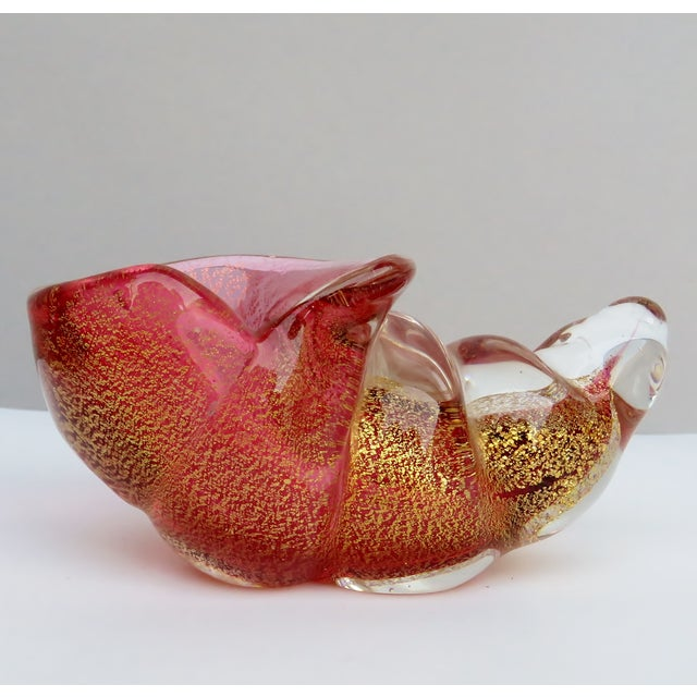Seguso Small Glass Cornucopia Coral Color With Internal Gold Foil For Sale In Los Angeles - Image 6 of 8