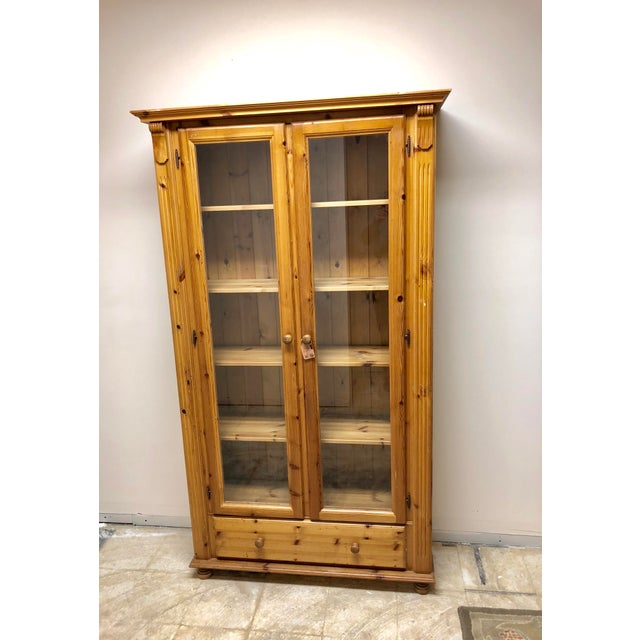 1900s American Classical Pine Glass Front Bookcase For Sale In Nashville - Image 6 of 10