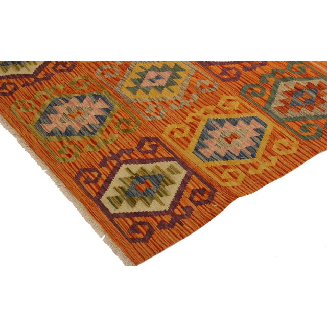 2000s Edie Rust/Ivory Hand-Woven Kilim Wool Rug -4'2 X 5'9 For Sale - Image 5 of 8