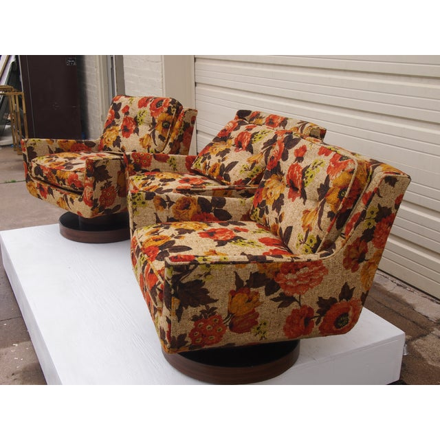 Floral Print Modern Lounge Chairs - Set of 3 - Image 4 of 4