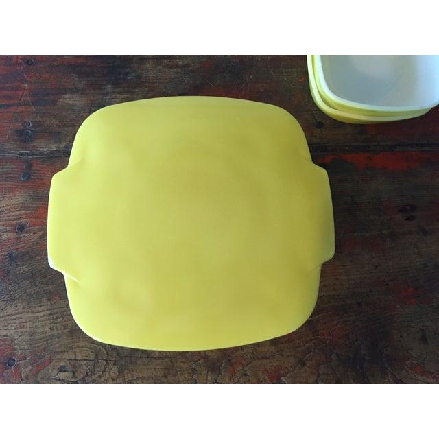4-Piece Yellow Pyrex Square Salad Set - Image 3 of 9