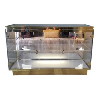 1970s Lucite and Brass Display Cabinet For Sale